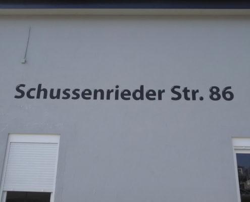 Straßenname mit Hausnummer Schussenried
